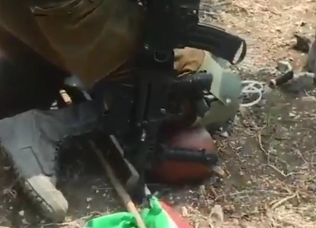 Biadab! Tentara Israel Tekan Leher Lansia Palestina dengan Lutut