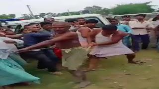 पुलिस के सामने ही ग्रामीणों ने पुजारी को रस्सा से बांध लाठी-डंडों से पीटा, वीडियो वायरल