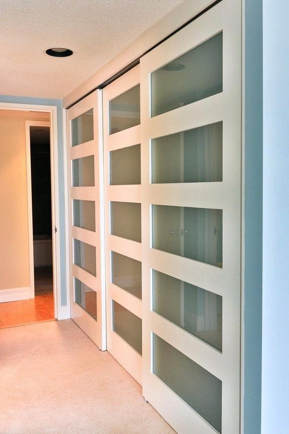 Shocking Composition Inspiration of Closet That You Must Try