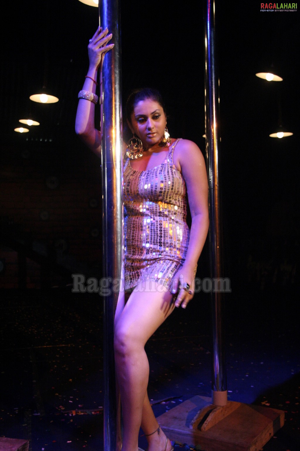 Namitha Hot Sexy Pole Dance - Girlz Around The World-3976