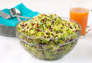 салат с авокадо и брюссельской капустой