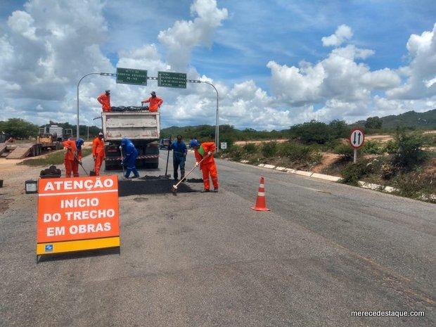 Estrada que dá acesso à Nova Jerusalém recebe obras de manutenção
