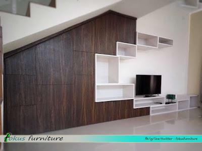 lemari bawah tangga dan kabinet tv minimalis