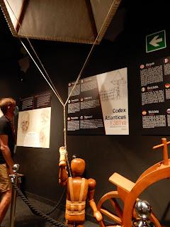 LEONARDO INTERACTIVE MUSEUMのパラシュート模型