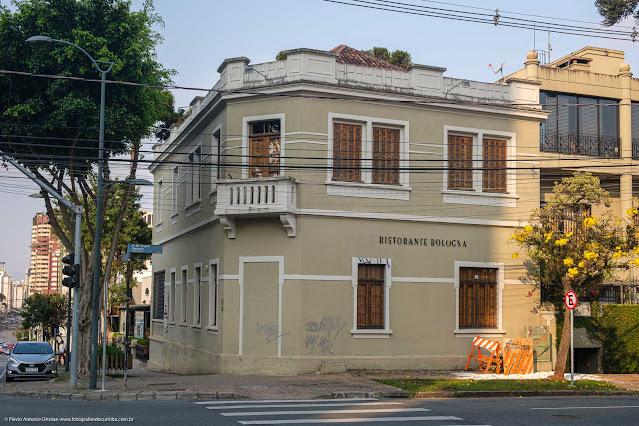 Casarão na esquina da Rua Alferes Ângelo Sampaio com a Alameda Doutor Carlos de Carvalho