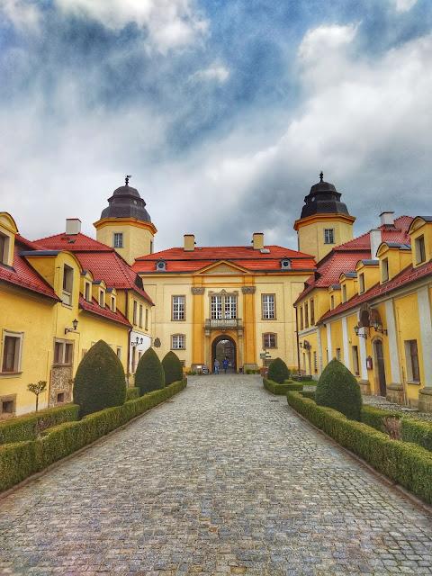 okolice zamku Książ, widok na wejście na dziedziniec