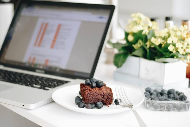 Desktop Eating as a Diet Danger Zone