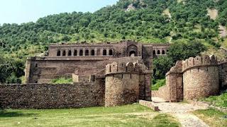 Pembuka pintu gerbang benteng musailamah al-kadzab