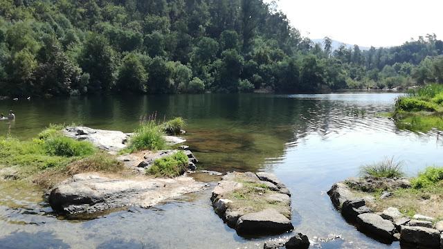 Pequenos riachos no Rio Cávado