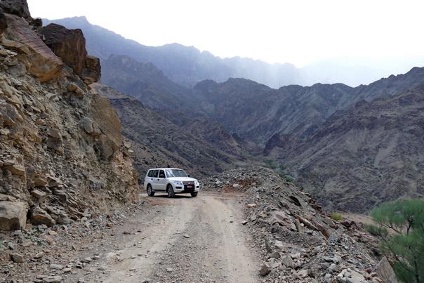 Oman, Berge, Landschaft, karg, Roadtrip, Auto, 4x4, Felsen, gefährlich