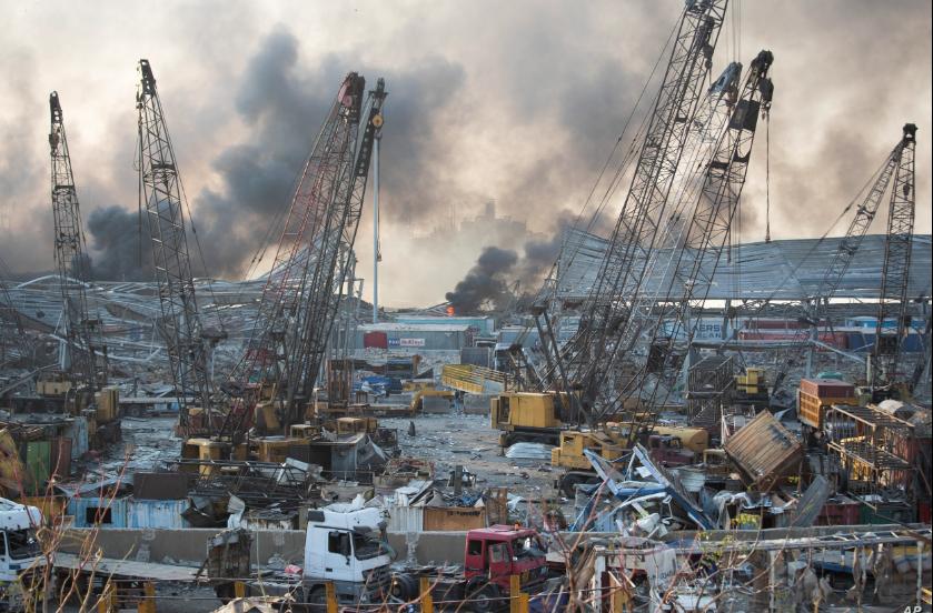 Destrozos generalizados dejados por una masiva explosión en el puerto de Beirut, Líbano, el martes 4 de agosto de 2020 / AP