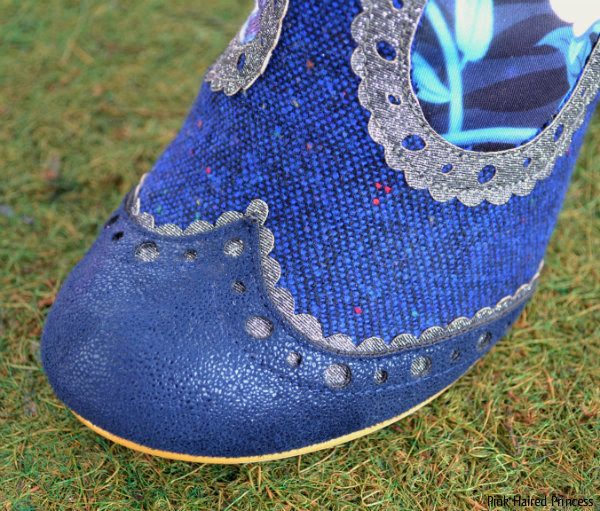 toe shape of boot in blue boucle fabric with scalloped edging close up