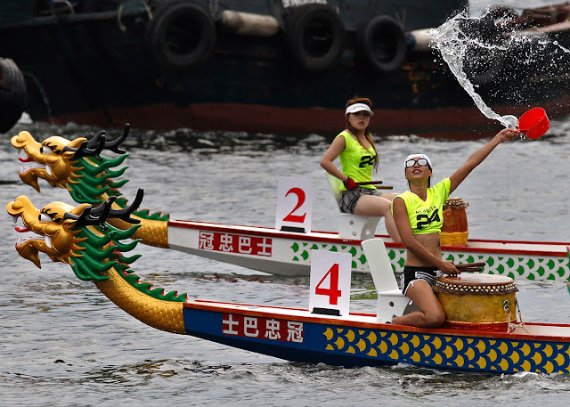 The Chinese Dragon Boat Festival 2016 in Pictures