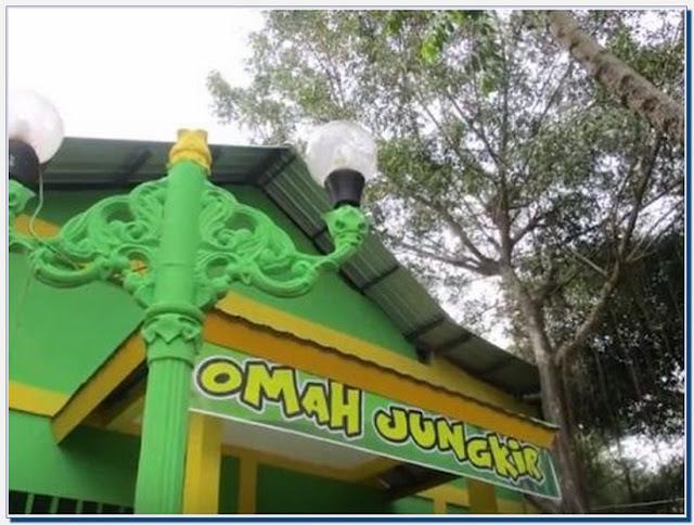 Wisata Omah Jungkir Waduk Gajah Mungkur Wonogiri