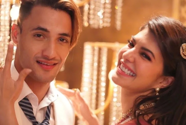 Asim Riaz And Jacqueline Fernandez Music Video Mere Angne Mein Review