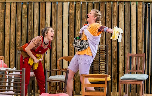 Humperdinck: Hansel & Gretel - Ellie Neate and Amy Holyland - British Youth Opera at Opera Holland Park (Photo Tristram Kenton)