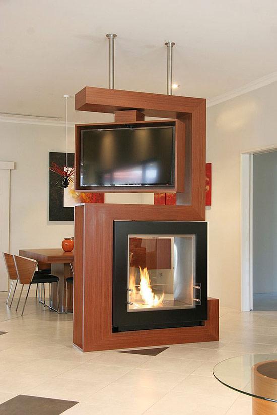 Thật tuyệt vời khi vách ngăn có thể vừa làm nơi chứa tivi vừa có thể chứa lò sưởi. Thiết kế này quá sáng tạo cho ngôi nhà của bạn.