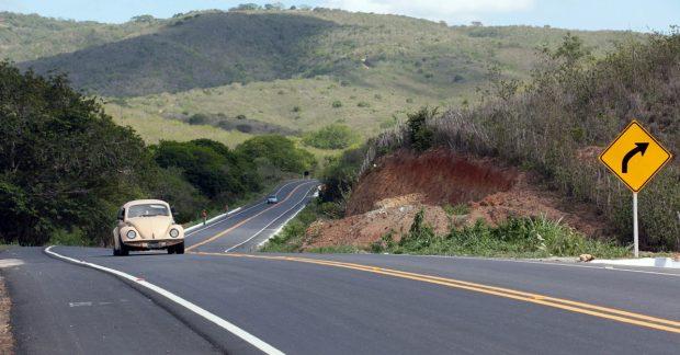 Motorista é roubado ao encostar carro em margem de pista para urinar na Paraíba