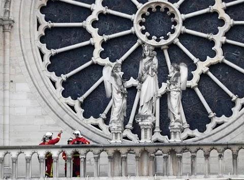 Notre-Dame - A NOB-elnök együttérzéséről biztosította a francia elnököt