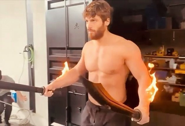 Can Yaman shows you how he shoots his most dangerous scenes with fire!