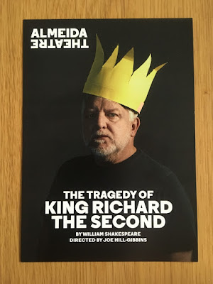 Programme for Richard II showing Simon Russell Beale wearing a yellow paper crown, against a black background