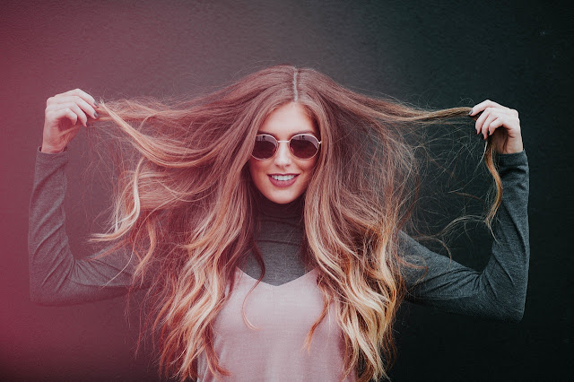Mulher cabelos tingidos