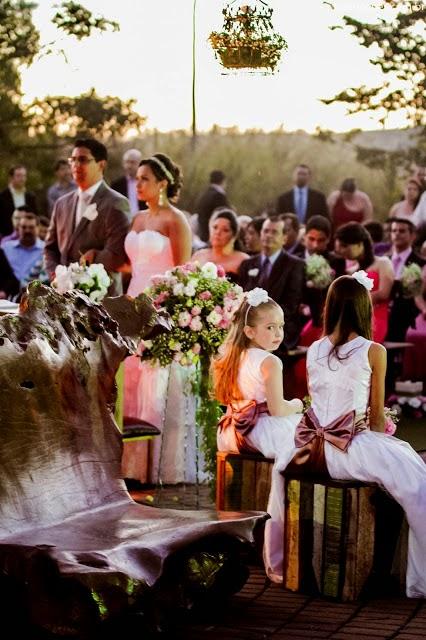 cerimônia - daminha - vestido daminha - laço - detalhes - noivos - casamento durante o dia - casamento ao ar livre - vale verde betim