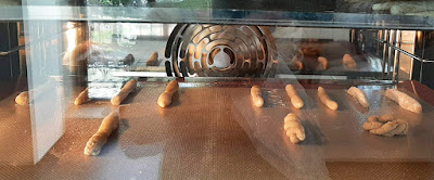 biscoitos de Valongo no forno