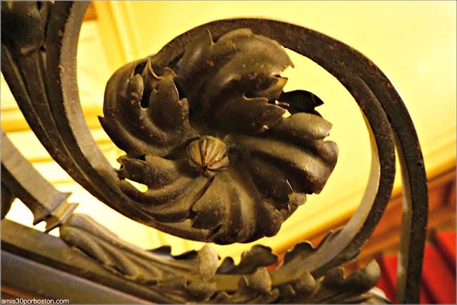 Detalle de la Baranda de las Escaleras de la Mansión The Breakers, Newport