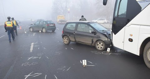 Álló busznak csapódott egy autó Békéscsabán
