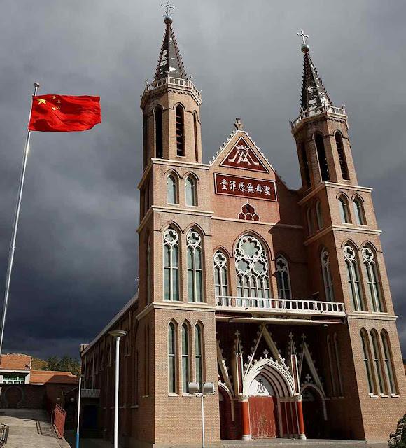 Pequim atropela a Igreja Católica