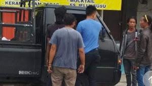 Viral: Honda jazz disalip L300 lah koq ngamuk, ternyata Polisi