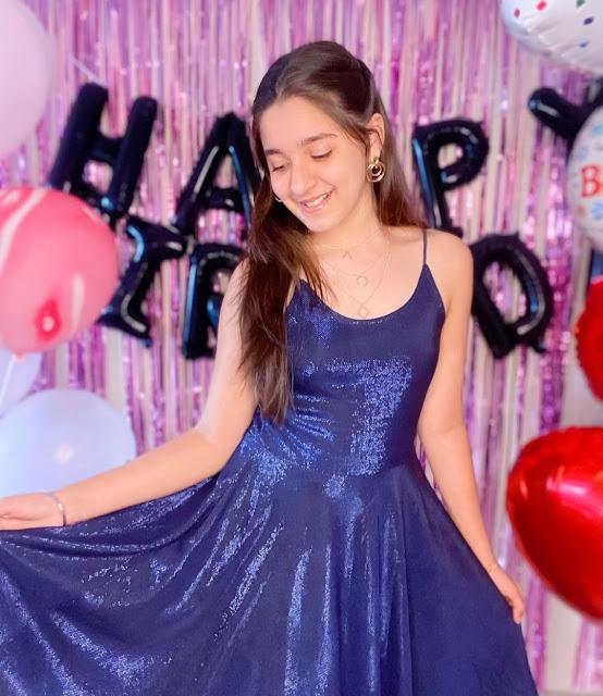 charming teen girls, lovely teen girls photos, cute teen girls pics