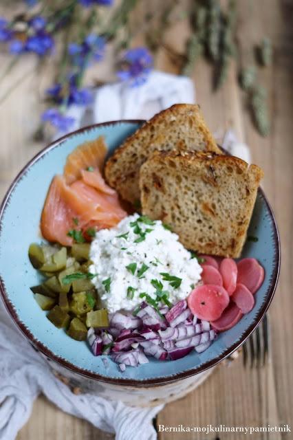 salatka, obiad, kolacja, przekaska, twarog, ser, sos sojowy, bernika, kulinarny pamietnik, impreza, miska, bowl