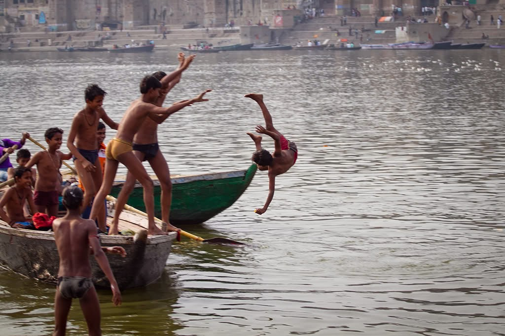 Chicos desnudos de Sri Lanka
