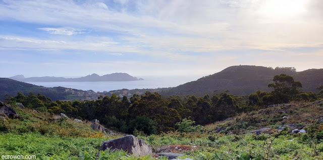 Donón con el Monte del Facho y las Islas Cíes
