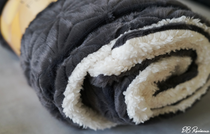 Elegear Premium Sherpa Fleece Throw Blanket