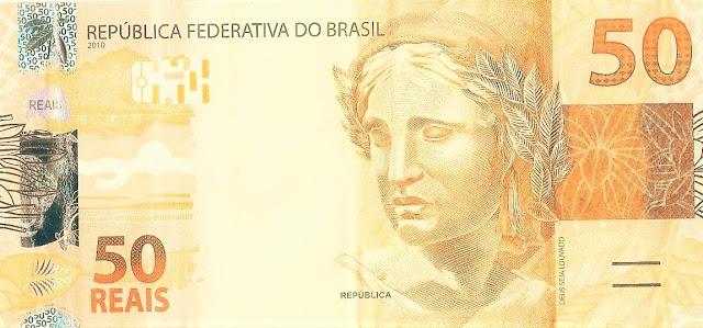 A foto mostra uma cédula de R$ 50 (cinquenta reais brasileiro)