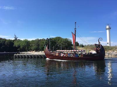 Statek turystyczny przystań port w Kołobrzegu