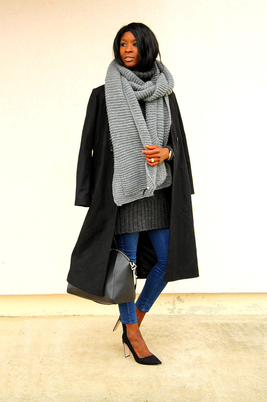 Blog mode manteau long  sac Givenchy Antigona jeans maxi echarpe escarpins pointus