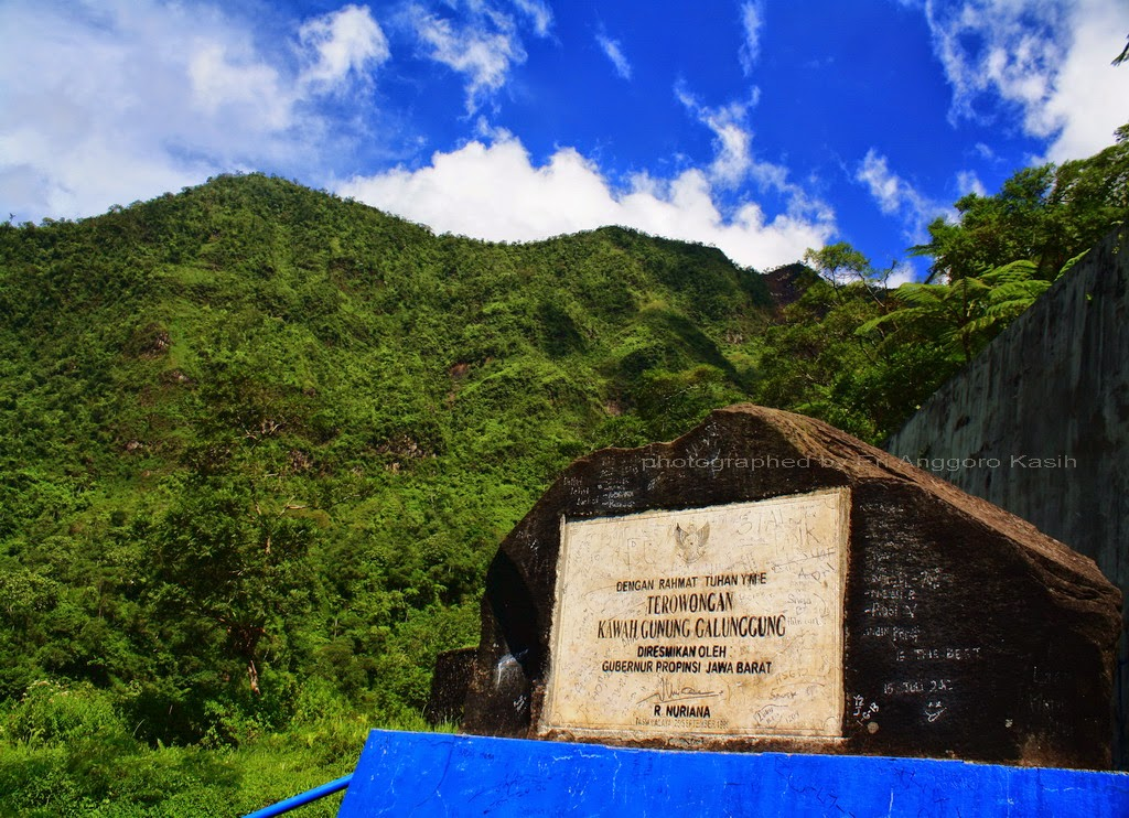 Terowongan diresmikan oleh Gubernur Jawa Barat