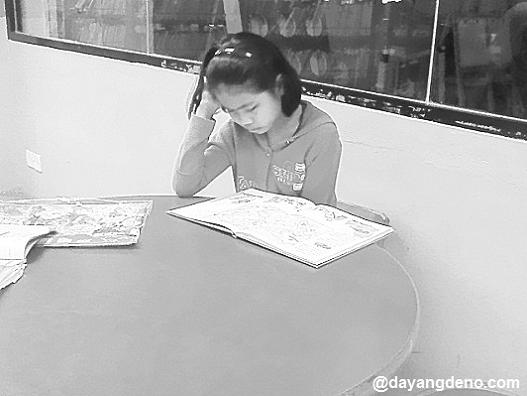 Bersantai Di Perpustakaan