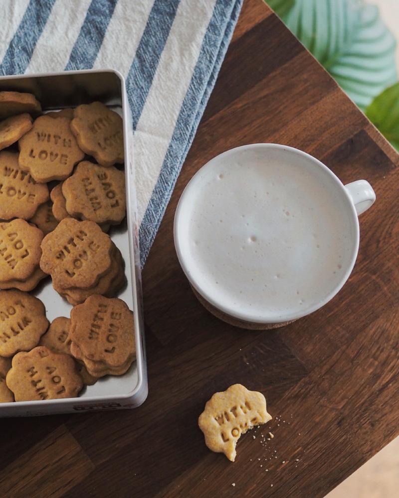 Un chaï latte avec une mousse comme au coffee shop chez soi