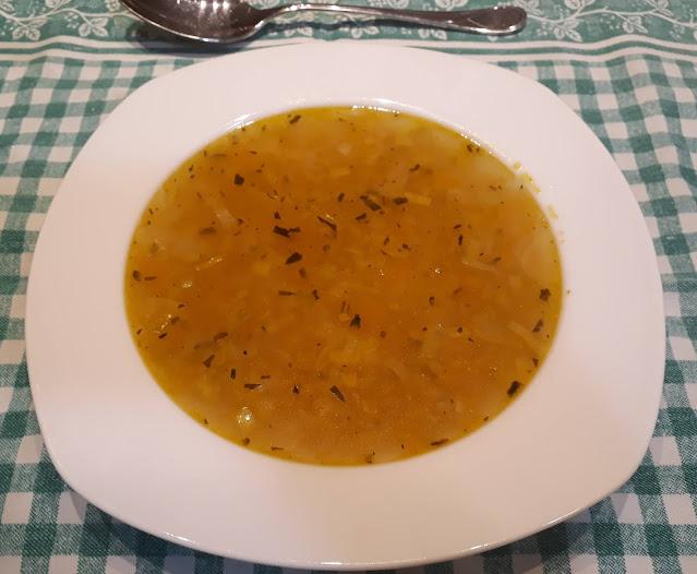 Sopa naranja con alcaravea y estragón