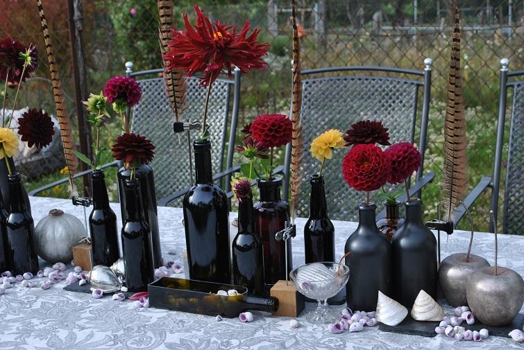 Tischdekoration mit Flaschen