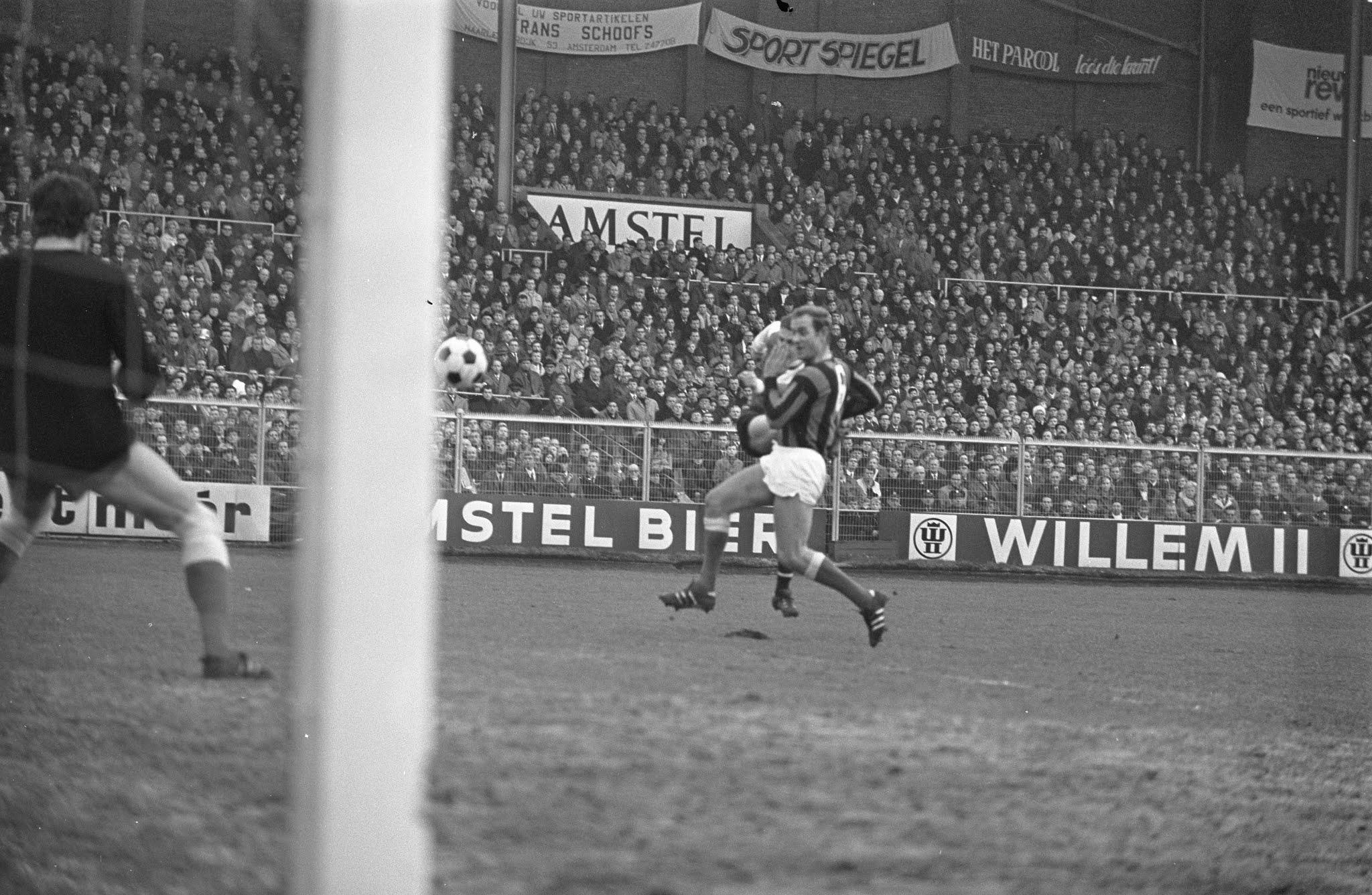 Ove Kindvall scoort de enige goal van de wedstrijd