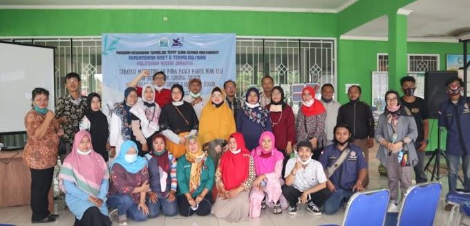 PNJ Berikan Strategi Marketing Kepada Petani Lele di Gunung Sindur