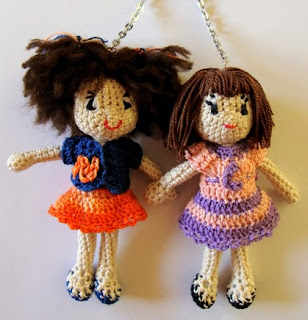 http://creacionesbatiburrillo.blogspot.com.es/2014/12/munequitas-personalizadas-en-amigurimis.html