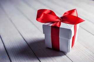 Apa hukum memberi guru hadiah?