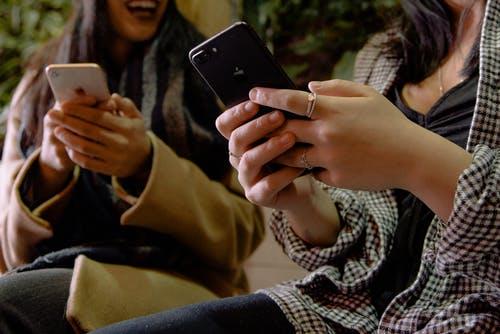 هواتف Apple مقابل Samsung: مقارنة بين سلسلة Galaxy S و iPhone XS